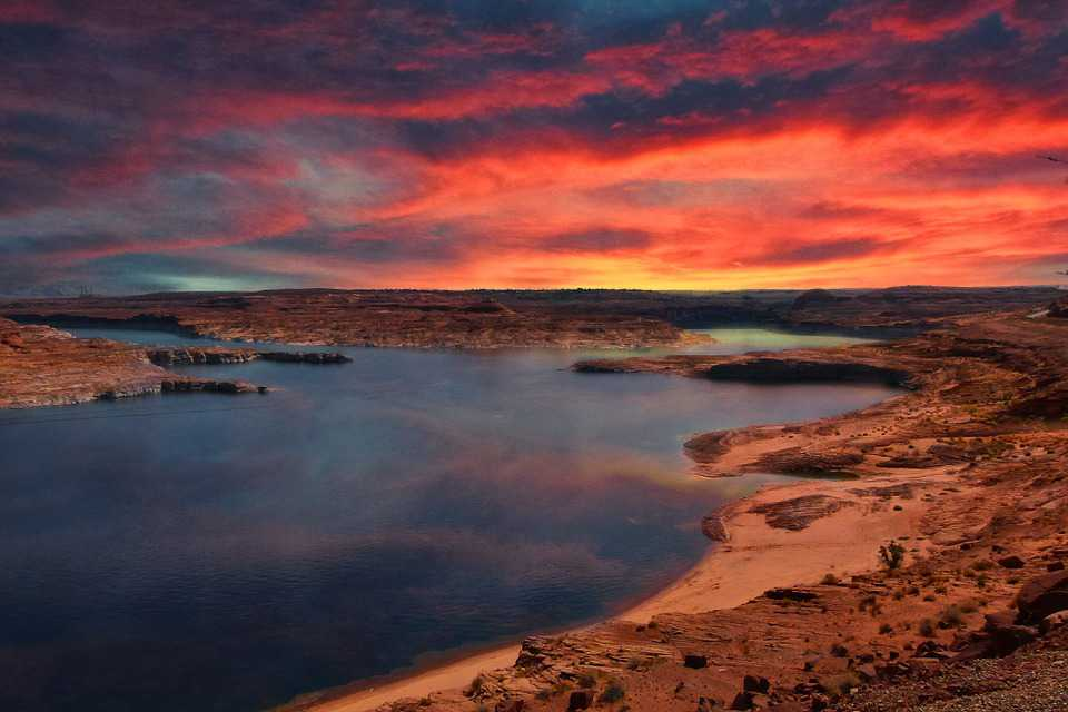 Lake Powell Arizona Sunrise Glowing - Poster and Wallpaper Download